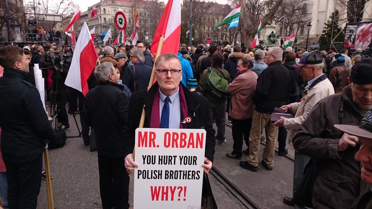A Fidesz csak szavakban nagy barátja a lengyel kormánypártnak