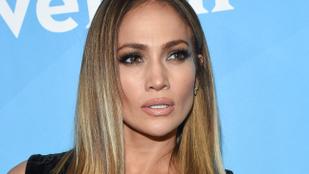 Fogadjunk, hogy Ön se tudja levenni a szemét Jennifer Lopez lábáról!