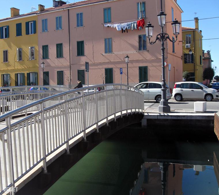 Az utolsó állomásunk egy Chioggia nevű kisváros, ami gyakorlatilag Velence kicsinyített mása, de nincs annyi turista, üzlet.Élhető, olcsó és jellegzetes olasz halászfalu.