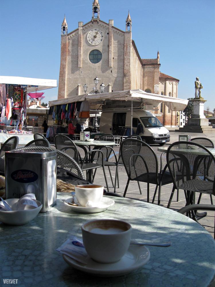 A kisváros főtere csak a szokásos: templom, kávézók, és persze a centrum közepén a piac, ahol minden használati cikkhez hozzájutunk a mosóportól a harisnyáig.És szieszta alatt is nyitva tart!
