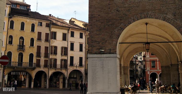Amikor elhatároztuk, hogy elindulunk egy hétre, autóval Olaszországba, főleg három dolog lebegett a szemünk előtt:a pizza, a presszó és a fagyi.Ezekből valóban nincs is hiány kint, de érdemes előtte néhány dologra azért felkészülni, mert az olaszoknál semmi nem az, aminek látszik.Képünkön Treviso belvárosa látható