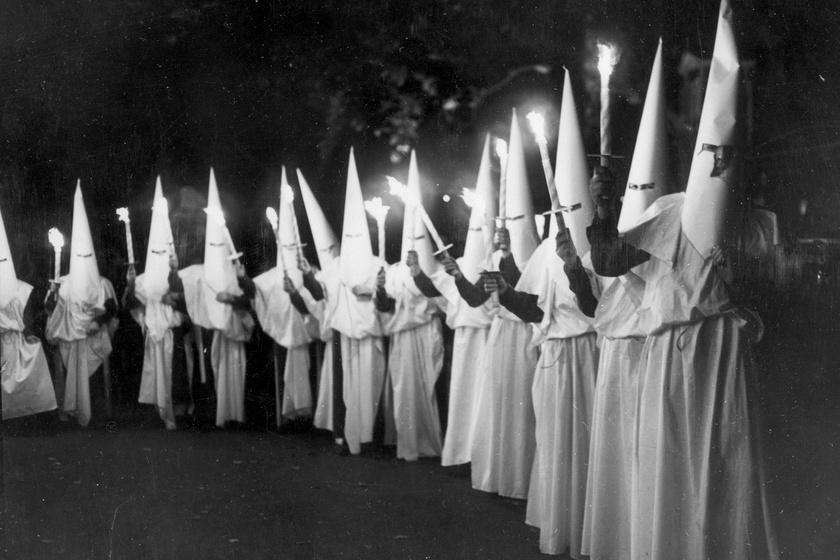 A Ku-Klux-Klan fáklyás felvonulása