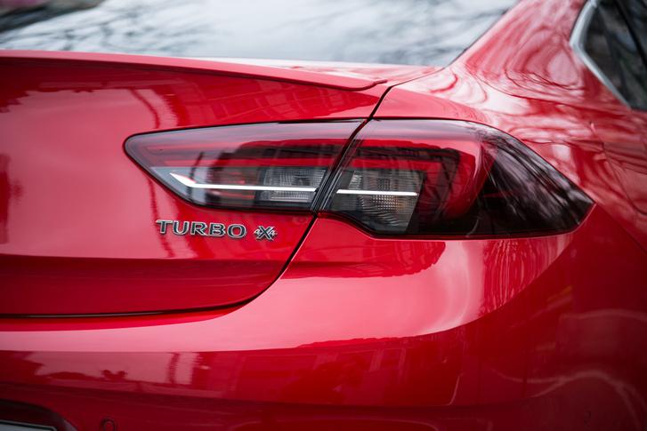 A hátsó lámpa megformálása hagyományos Opel-erény