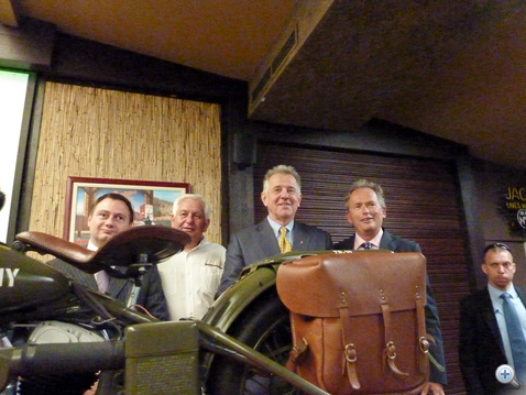 A Harley mögött Megyeri István, Dobai Attila, Schmitt Pál és Dr. Gergely Károly