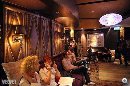 Exkluzív night klubra emlékeztető dizájn