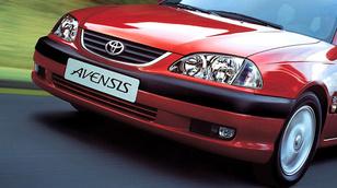 Az Avensis-es beszól az Avensis-esnek