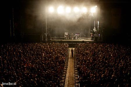Tömeg a Chemical Brothers-koncerten (Fotó: Huszti István)