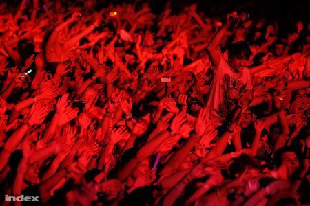 Sok jó ember David Guetta szettjére táncol (Fotó: Huszti István)