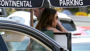 Ki ez a nő, akit Ben Affleck ölelget?