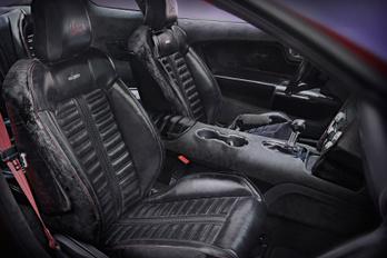 Ford Mustang, musztángbőr kárpittal