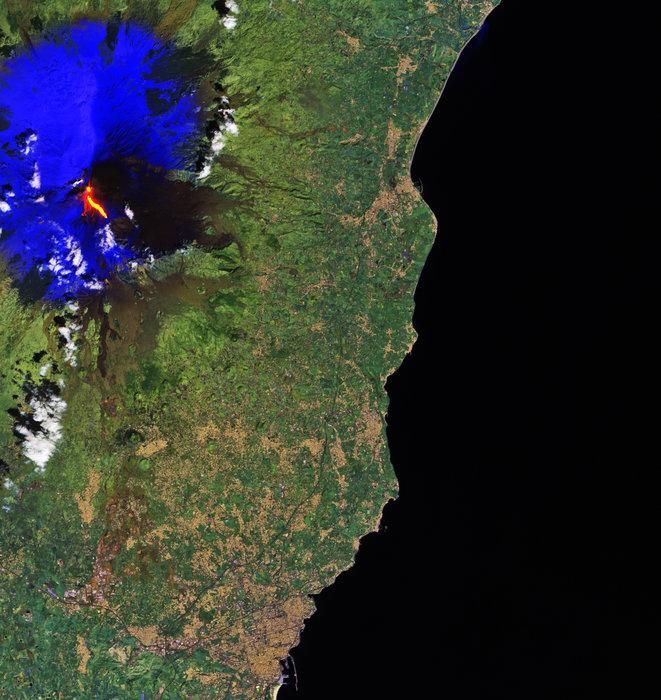 Etna erupts node full image 2