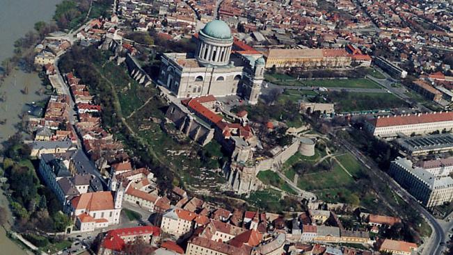 Nemzeti emlékhellyé avatják az esztergomi Várhegyet és Vízivárost