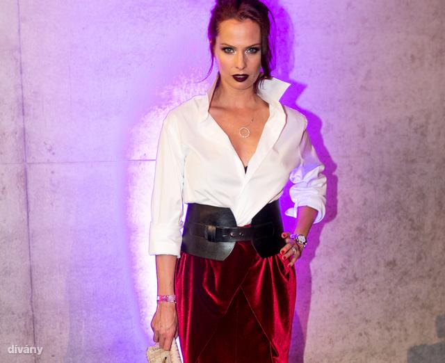 Dobó Katát a Sentiments Couture öltöztette és Kiss Márk stylingolta az estére, ahol megkapta a legjobb színésznőnek járó díjat.