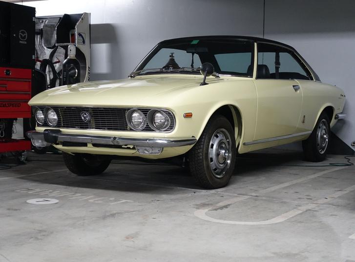 Mazda Luce a hatvanas évek második feléből - lehetne akár olasz autó is
