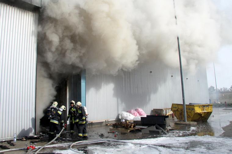 A tűzoltók 11 órán keresztül küzdöttek a lángokkal