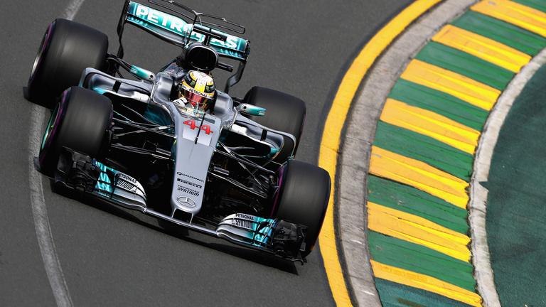Vettel-győzelem indította az új F1-korszakot