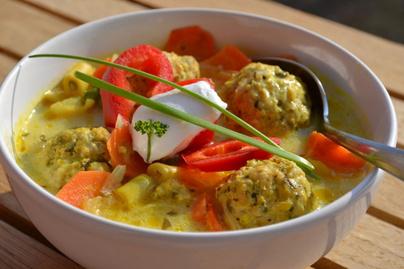 Ínycsiklandó erdélyi tárkonyos leves, amiből mindenki repetázik
