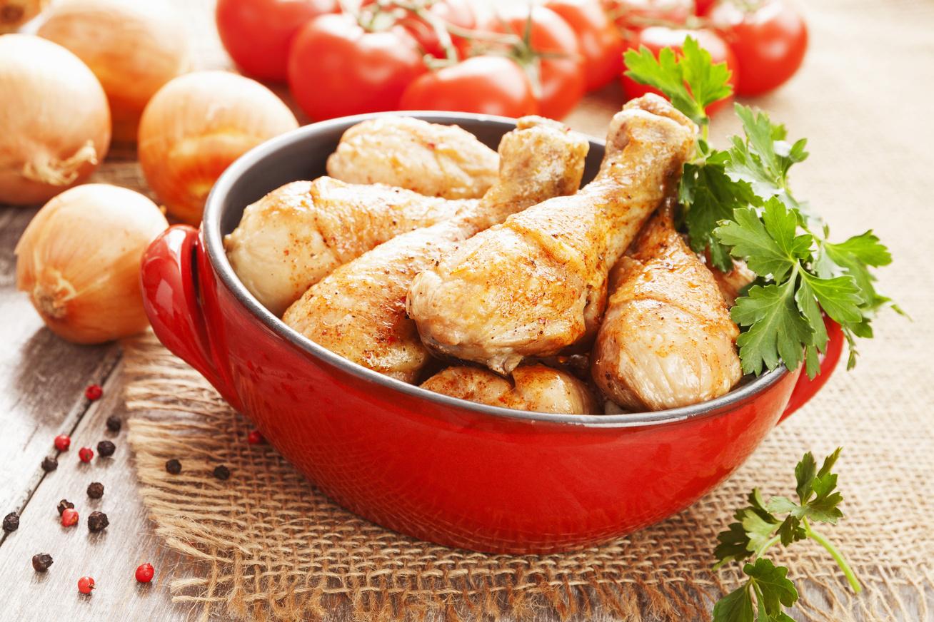 Fűszeres, joghurtos pácban érlelt sült csirkecombok
