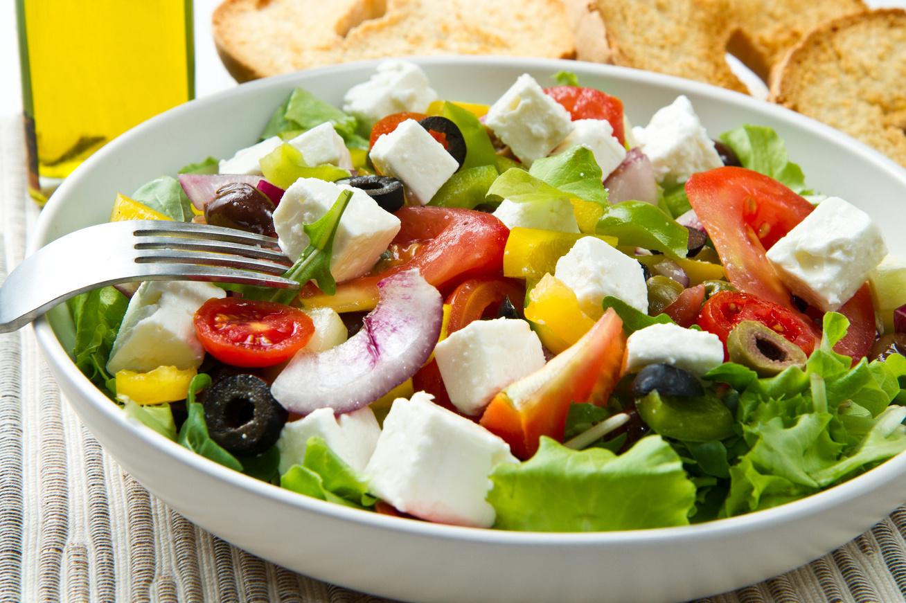 Az eredeti görög saláta receptje - Recept - Femina