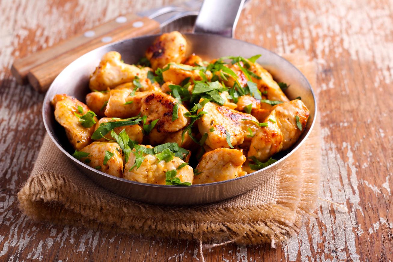 Serpenyős csirkemell 30 perc alatt : belül omlós, kívül szép piros, ropogós