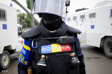 EU rendőr a kettévágott város, Mitrovica hídján