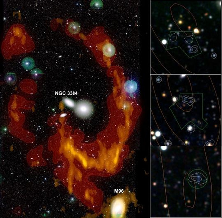 A Leo I galaxiscsoportot körbeölelő gázgyűrű az optikai tartományban, sárga-narancssárga színnel megjelölve a neutrális hidrogén eloszlását. A három kis kép a gyűrű három legsűrűbb részét mutatja.