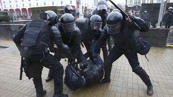 Belorusz kormányellenes tüntetések: több mint ezren rács mögött