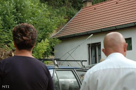 A leomlott löszfal a családi ház udvarán (Fotó: Horváth Mónika)