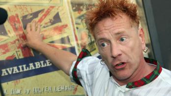 A Sex Pistols frontembere kiállt Trump mellett