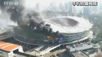 Hatalmas lángokkal égett Tévezek stadionja