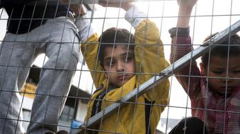 A strasbourgi bíróság leállította 8 kiskorú menekült tranzitzónába küldését