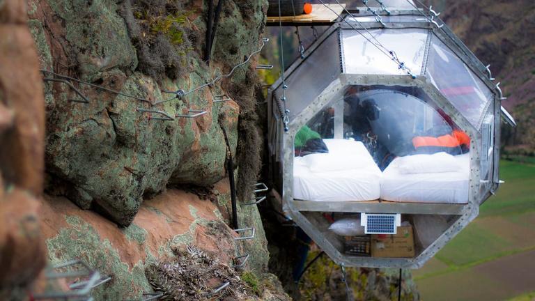 133 ezerért alhat egy ilyen parakapszulában a hegyoldalban