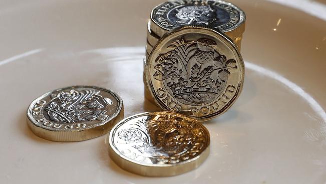 Bevezették a szögletes egyfontos érmét