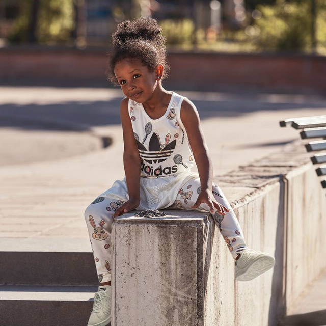 Trendi gyerekcuccokat is lehet kapni az Adidasnál.