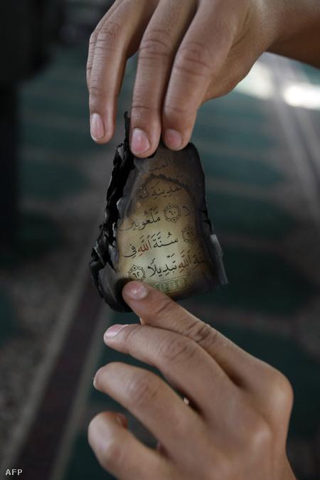 Egy elégett Korán megmaradt darabja