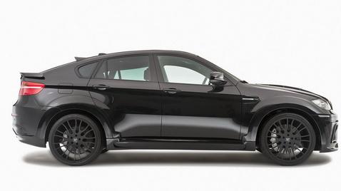A képen egy BMW X6-os látható