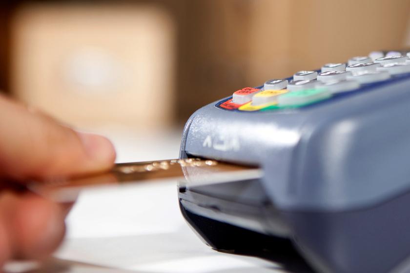 Ezért jó, ha két bankkártya van nálad: a szakértők okos trükkre tanítanak