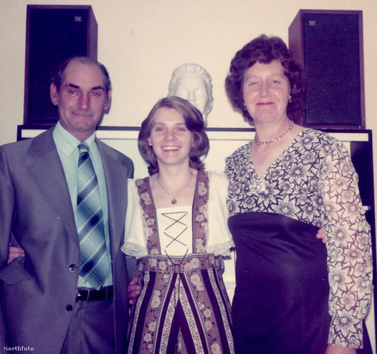 Itt még nagyon fiatalok, a ma 56 éves Lesley szinte még csak gyerek itt