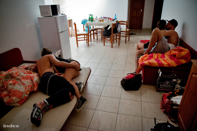 12. Társadalomábrázolás, dokumentarista fotográfia (sorozat) - 3. díj: Ajpek Orsolya (Index.hu): Egy hétig azt csinálunk, amit csak akarunk
