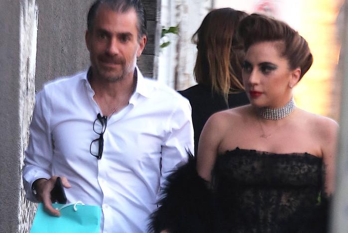 Lady Gaga életveszélyes ruhában kívánt magának boldog szülinapot