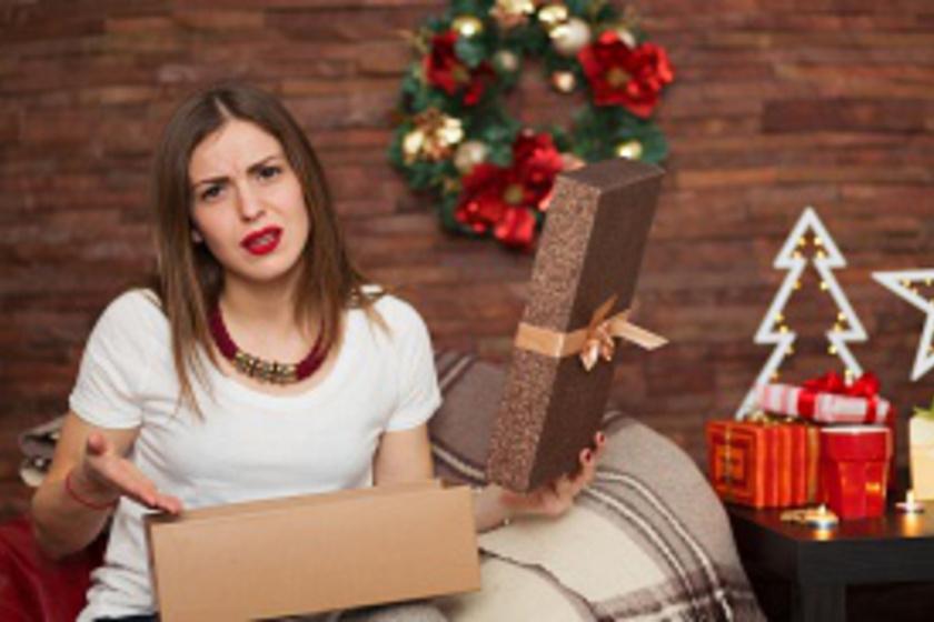 A legnépszerűbb kozmetikai ajándék, mégis sokszor sértő lehet: vigyázz, nehogy ezt add neki!