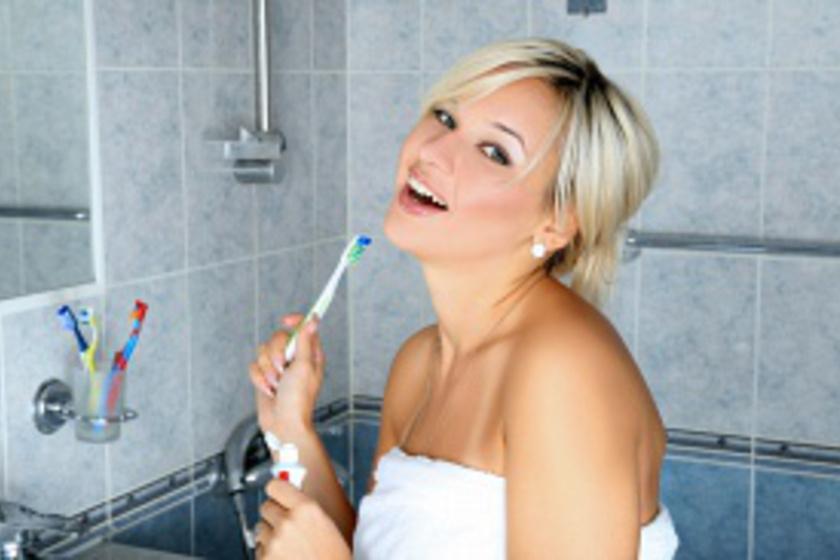 Fehéríti a fogat, és megöli a baktériumokat a szádban: legyen belőle neked is otthon!