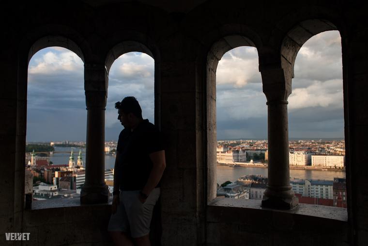 A várban és a Halászbástyán sajnos mindig nagy tömeggel kell számolni a gyönyörű kilátásért cserébe.