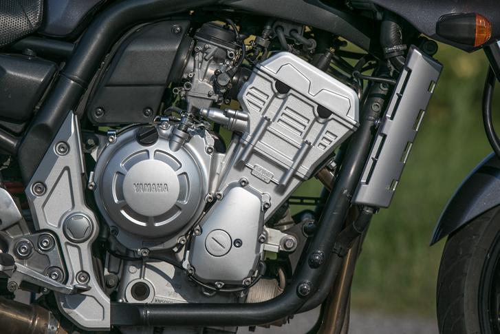 A karburátoros R1 blokk hangolását nagyon eltalálták