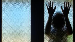 A kisebb fiamat erőszakolta az apja