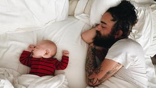 Nézegess gyerekeikkel együtt alvó apákat