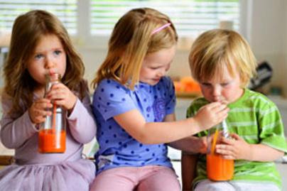 gyerekek isznak