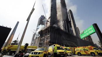 Kigyulladt Dubaj egyik épülő toronyháza