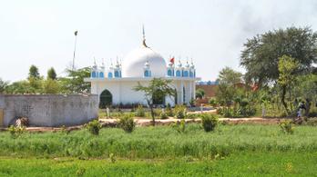 Megöltek és megkínoztak húsz embert egy pakisztáni szentélyben