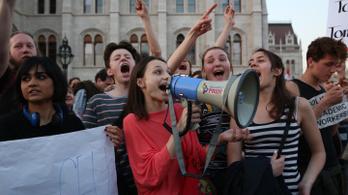 Zenéket ajánlunk tüntetéshez